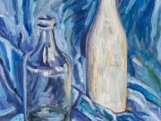 bottiglie su sfondo blu