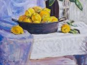 cesto di limoni su tovaglia bianca