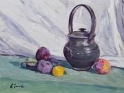 vaso scuro con prugne