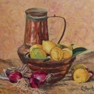 vaso con limoni con sfondo arancio